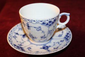 Royal copenhagen 526-528- Musselmalet halvblond Kaffekopp